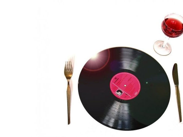 Dinner Party Music top 5 tips for creating the perfect dinner party playlist