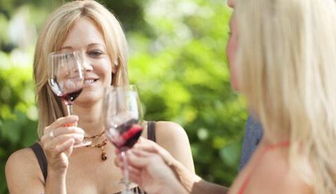ladies-with-wine-glasses